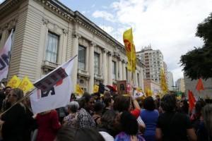 Fernando Gomes/Agencia RBS – Congelamento de gastos foi um dos motivos de protestos de servidores do Estado no ano passado