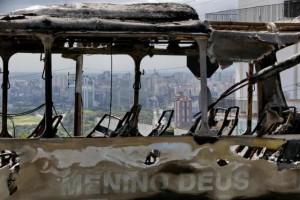 Ônibus foi incêndiado em setembro, após morte de jovem no Morro Santa Tereza, em Porto Alegre Foto: Diego Vara /Agencia RBS