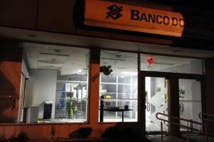Em Viamão, na parte do autoatendimento, foi explodida uma dinamite Foto: Ronaldo Bernardi /Agência RBS