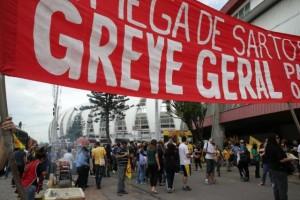 Para sindicatos, atraso de salários e falta de perspectivas, que levaram a greves em 2015, incentivam aposentadorias Foto: Fernando Gomes / Agencia RBS