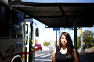 Sarah tem 16 anos e já foi assaltada oito vezes, algumas a caminho da escola Foto: Félix Zucco / Agencia RBS