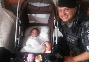 Soldado Jean e a menina Maria Eduarda