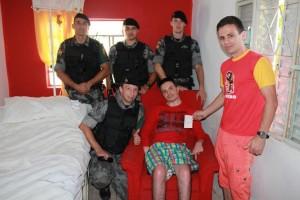 Policiais do 35º BPM realizam campanha para ajudar o soldado Eriston