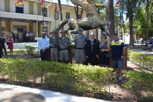 Diretor de habitação, Jairo Rosa(ABAMF), com o comandante e o subcomandante do 4° RPMon e diretores da ASSTBM