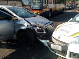 Veículo colidiu com uma viatura da Brigada Militar (Foto: Brigada Militar/Divulgação)