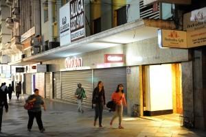 Lojas fecharam as portas antes do horário previsto
