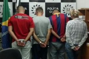 Os suspeitos foram abordados no bairro Humaitá, em Porto Alegre Foto: Paulo Ledur / Twitter/Reprodução