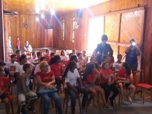 Crianças interagiram e se divertiram durante sessão de cinema