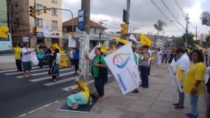 Servidores da Saúde protestaram em frente ao Hospital Psiquiátrico São Pedro. Foto: Gabriel Jacobsen/Rádio Guaíba