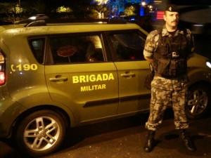 Câmera vai ficar acoplado no colete do policial militar (Foto: Brigada Militar/Divulgação)