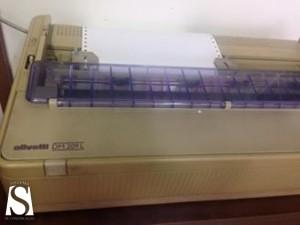 Apenas uma impressora está funcionando, o que resulta em filas de espera na delegacia de plantão