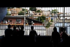 Estudantes sentem medo, já que escola está em ponto de disputa por duas facções de traficantes Foto: Mateus Bruxel / Agencia RBS