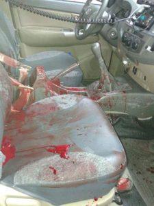Viatura da BM com sangue dos brigadianos feridos no confronto