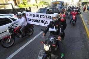 Motociclistas percorreram ruas do centro de Santa Maria pedindo por segurança  Foto: Jean Pimentel / Agencia RBS