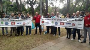 Grupo faz ato em frente ao prédio do TJ (Foto: Abamf/Divulgação)
