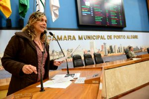 Movimentação de plenário. Na foto: Vereadora Sofia Cavedon.