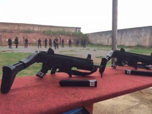 Carabinas passarão a ser usadas por policiais do Rio (Foto: Matheus Rodrigues/G1)