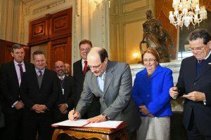 Governador sancionou a Lei da Ficha Limpa Estadual nesta quarta-feira   Foto: Luiz Chaves / Palácio Piratini / CP