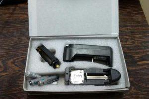 Caixa do laser e equipamentos para a montagem do objeto foram encontradas na casa do agente Foto: Divulgação / Políci Civil RS