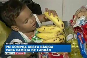 Sensibilizados com a história, os policiais militares compraram alimentos e entregaram a família