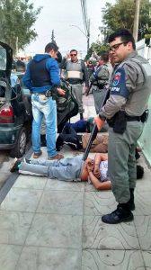 Sargento Elvis não conseguiu usar a espingarda, e coube aos colegas prenderem os bandidos /Talis Ferreira/Divulgação