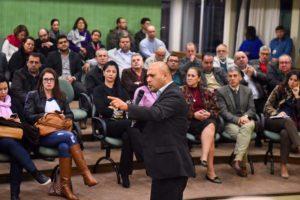 Uribe Rocha falou sobre as ações em Medelin para enfrentar violência nos anos 90 palestrante