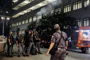 policia-puc-reproducao-facebook-alice-v-democratize