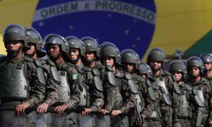 Soldados brasileiros em exercício militar em Brasília: Forças Armadas inciam ofensiva para ficar de fora da reforma da Previdência - Eraldo Peres/AP/22-7-2016