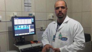 """""""Podemos manipular as imagens para melhor mostrar os detalhes de cada exame"""", Daniel Feio - supervisor técnico da Radiologia IBCM. Crédito: Assessoria IBCM"""
