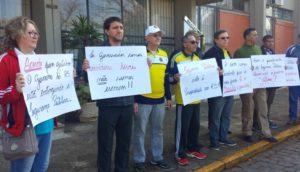 Ato foi realizado em frente à Prefeitura de Passo Fundo na manhã de sexta-feira Crédito: Natália Fávero/ON