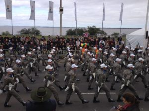 Desfile começou com desfile de tropas da Brigada Militar. Foto: Brigada Militar/Divulgação