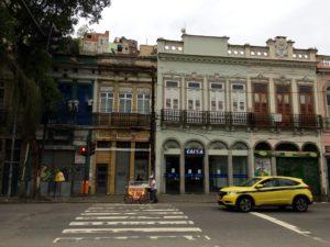 Rua do Catete, por volta das 14h, com todo o comércio fechado. M.M