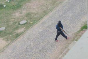 Criminoso foi fotografado quando invadia o Condomínio Ana Paula Foto: Divulgação / Brigada Militar