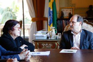 Iara Wortmann falou à imprensa após assinatura de Sartori a promoções de nível no magistério. Foto: Divulgação/Palácio Piratini