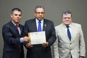 Presidente da CMPA, vereador Cássio Trogildo, o presidente da IBCM, Daniel Lopes dos Santos e o vereador Guilherme Socias Vilela.(Foto: Ederson Nunes/CMPA)