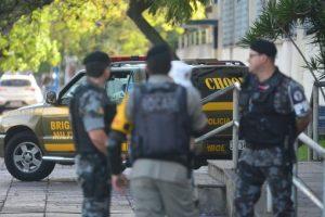 Cinco pessoas estão presas em viaturas por falta de vagas em presídios | Foto: Guilherme Testa