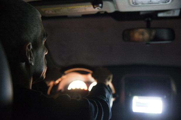 Policial militar que estava dirigindo para a Uber em sua folga e matou três que tentaram o assaltar