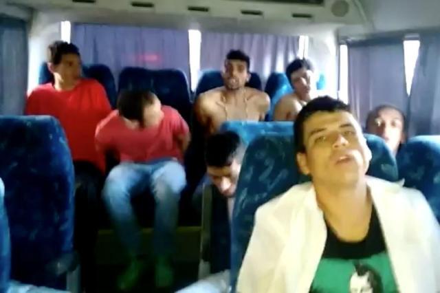 Depois de presos em confronto com a BM, e de terem um companheiro morto, eles continuaram ameaçando rivais Foto: Reprodução / Diário Gaúcho