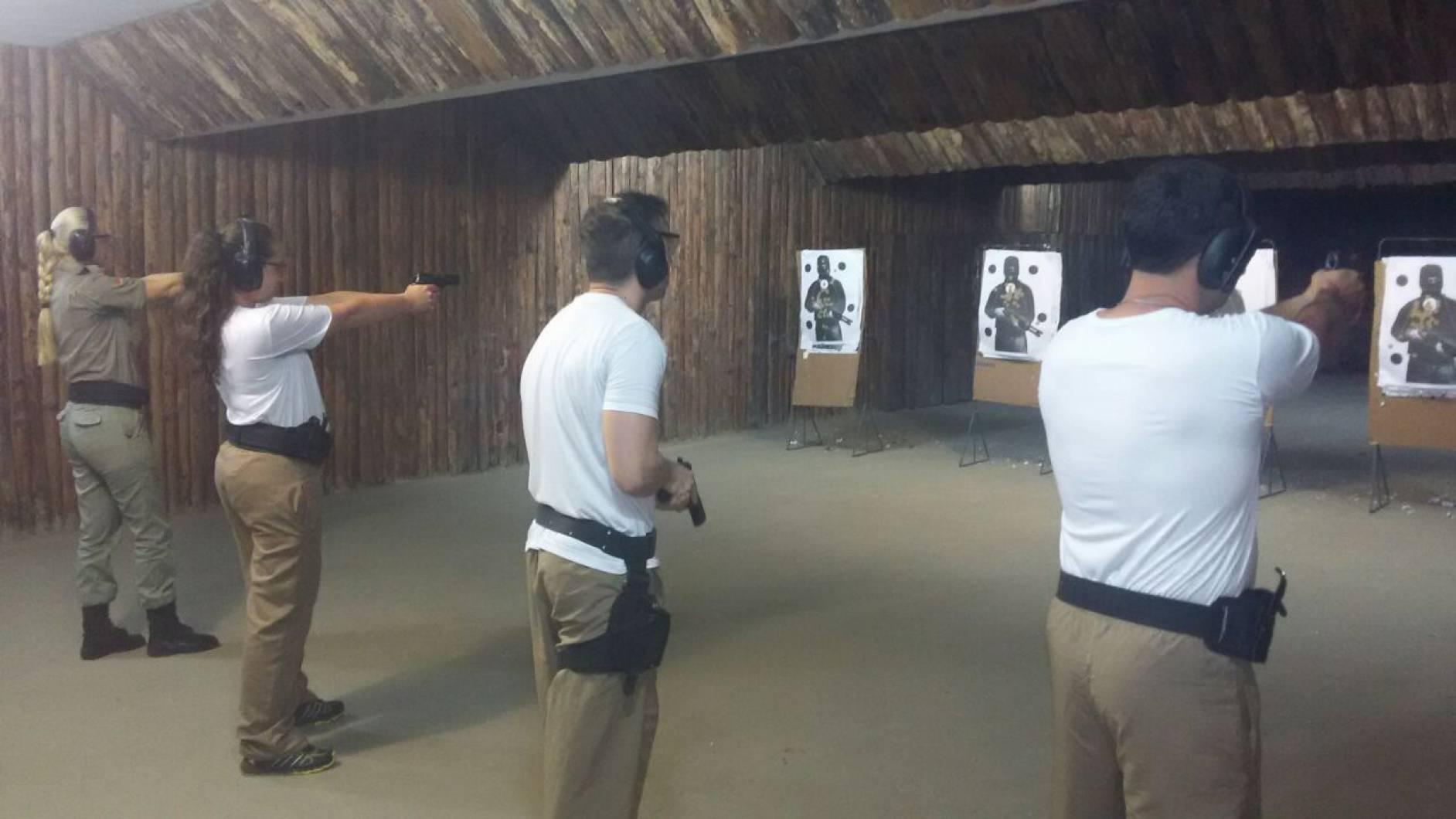 Uma das aulas ministradas no PAEC é o tiro ao alvo