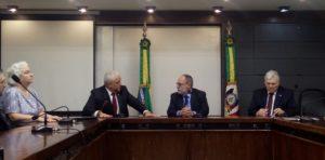 Deputado Pedro Ruas foi o único a comparecer à reunião.   Foto: Vitória Famer   Rádio Guaíba