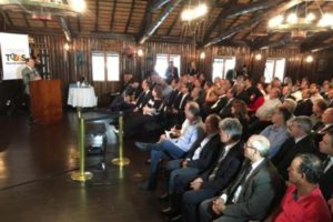 Governador José Ivo Sartori reuniu prefeitos no Palácio Piratini e pediu apoio ao pacote que foi enviado à Assembleia Foto: Mateus Ferraz / Agência RBS